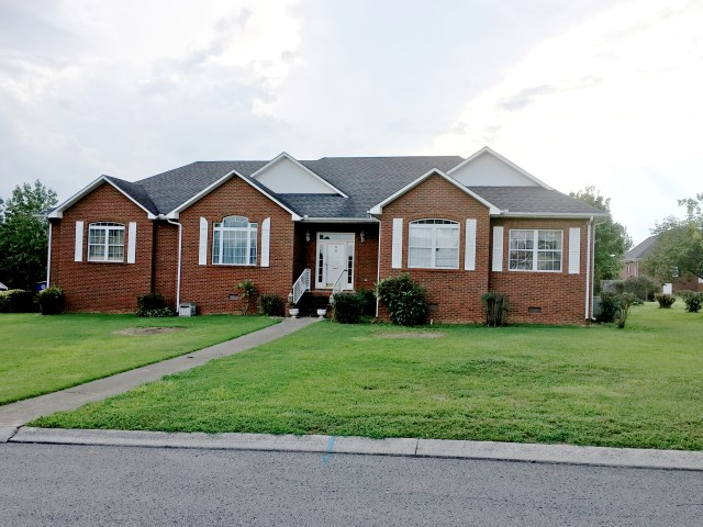 estate, auction, home, house, for sale, shelbyville, tennessee, bedford, garden, gate, dr., caffey, deck, sunroom, brick, 3 bedrooms, comas, montgomery