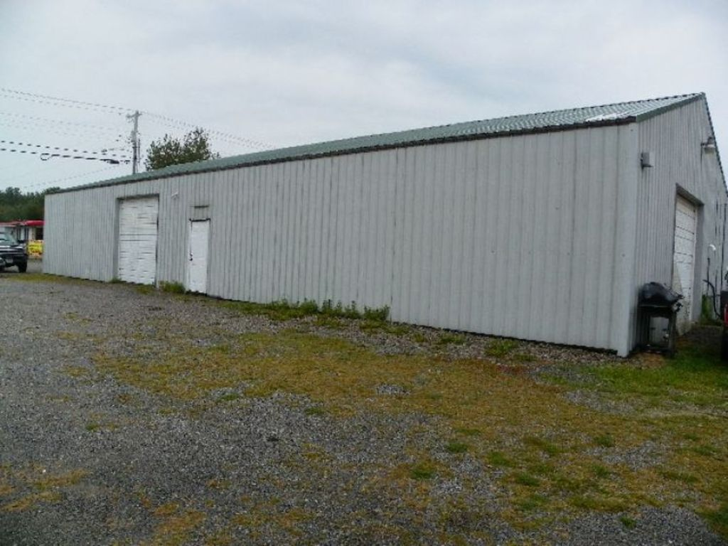Commercial building at absolute auction sat september for T t motors somerset kentucky