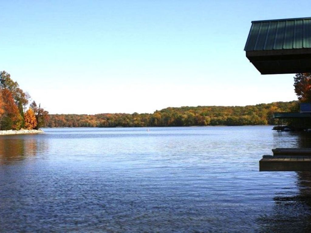 Aumann auctions inc selling absolute lake front home for Lake front home