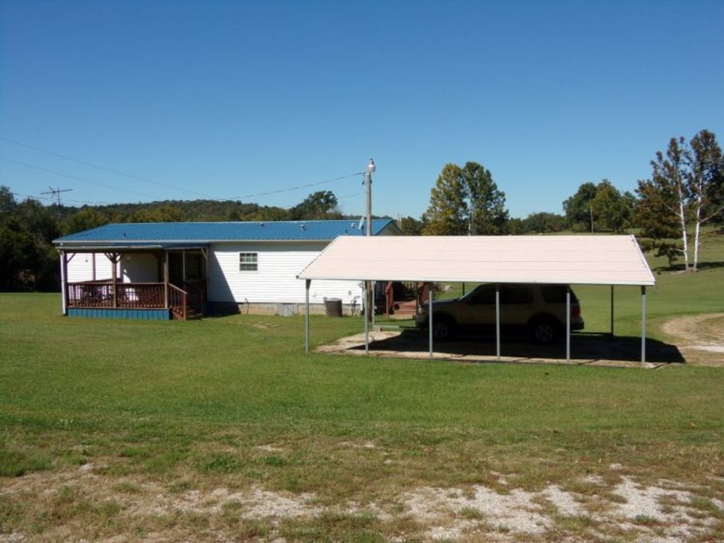 Hostetter auctioneers 13 6 acres sold in 2 parcels 3 for Carport auto auction