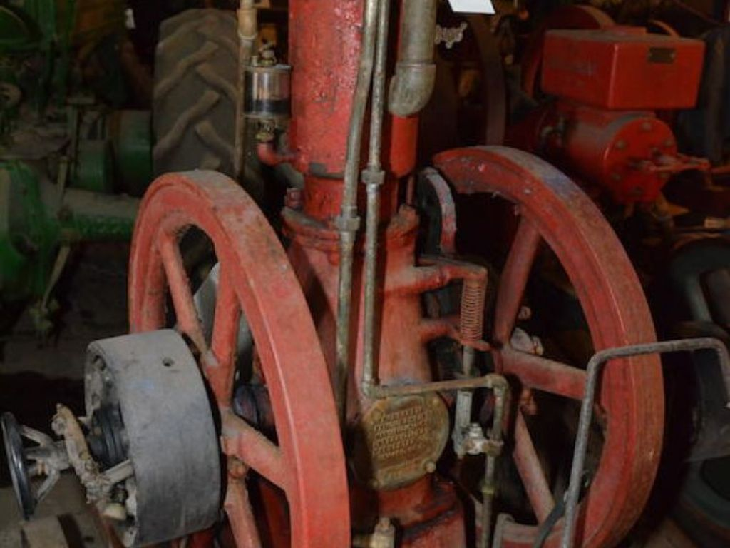 Freije & Freije Auctioneers - Lloyd Hall Tractor and Engine