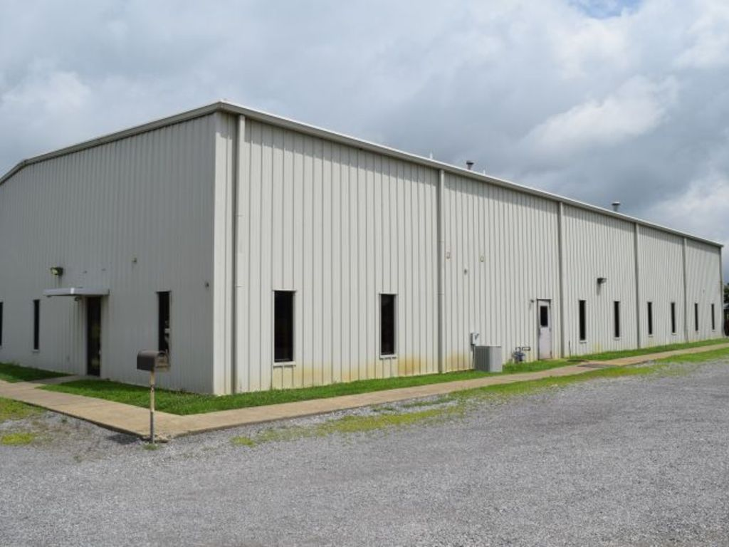10 000 sq ft building on 8 acres for 10000 square feet building
