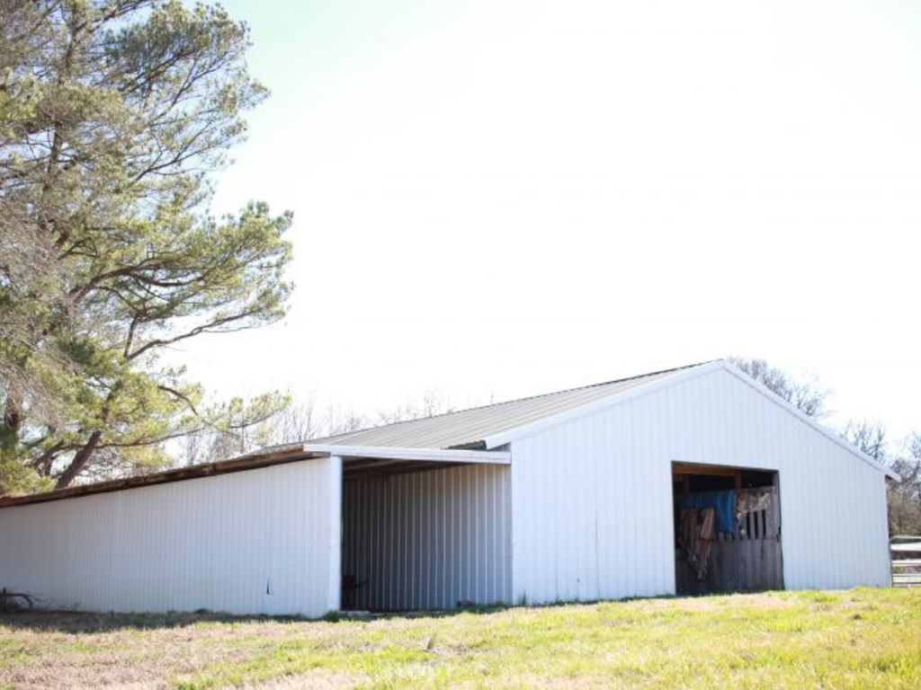 24 acres metal building with living area horse barn for Metal buildings with living area