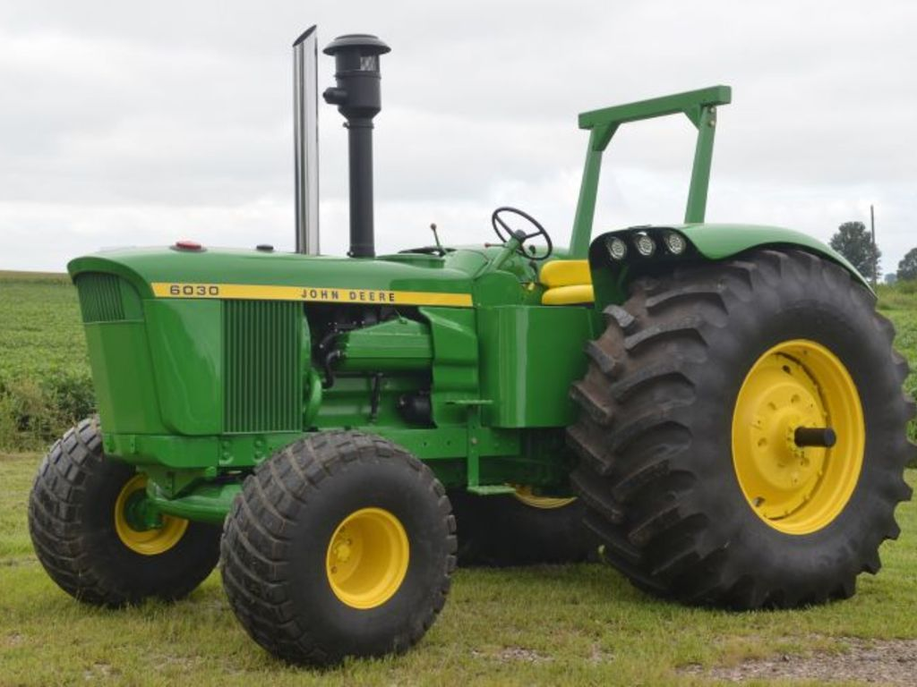 Antique John Deere R Tractor : Fall harvest antique tractor auction