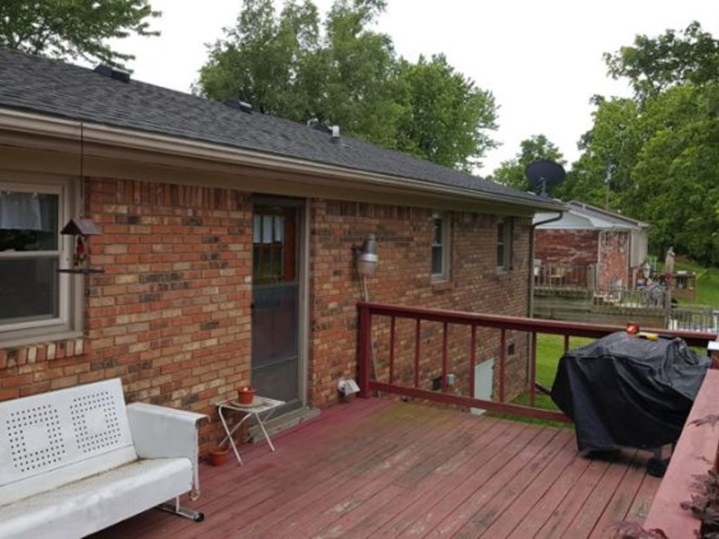 Roofing Service Bowling Green Ky : B r home for sale in bowling green ky