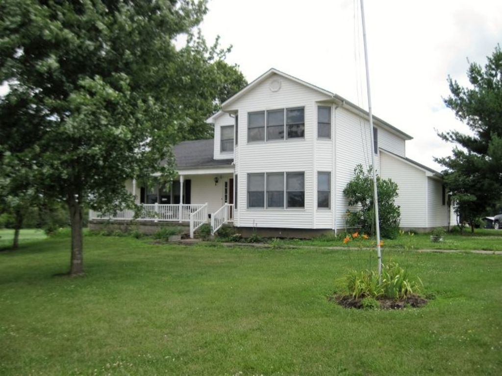 Two story home with basement four stall horse barn for Two story house with basement