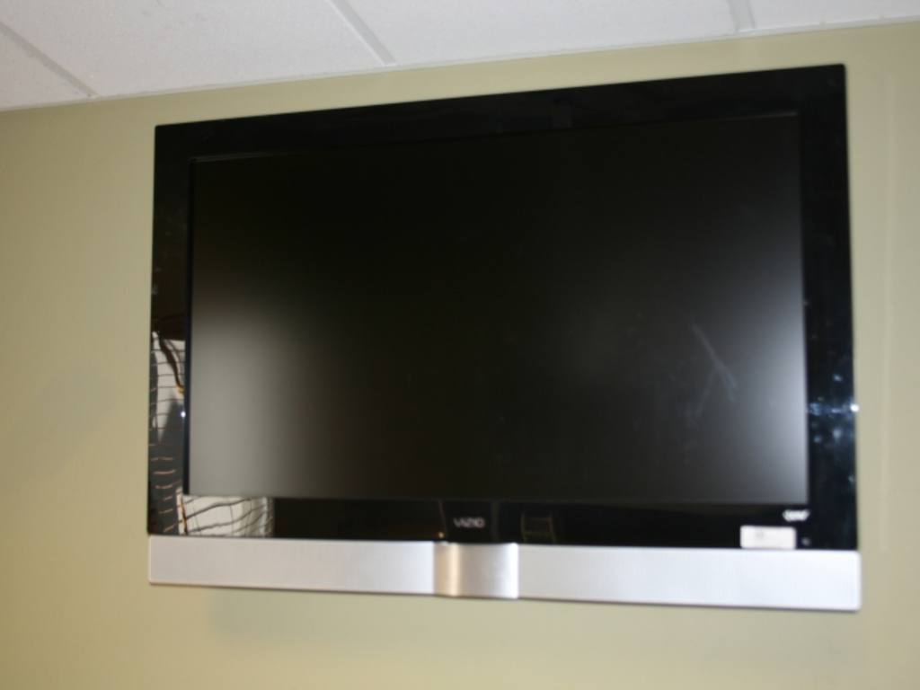 Vizio 42 Inch Gallevia Lcd Flat Panel Tv With Remote