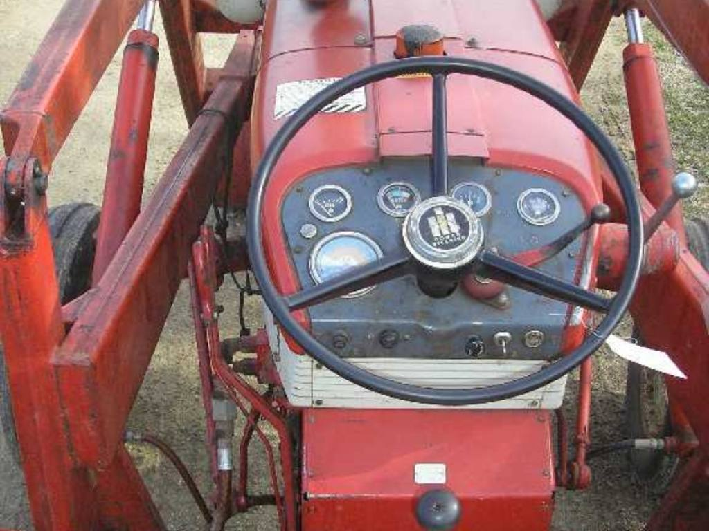 1960 340 International Utility Tractor : International utility tractor owner bought new in