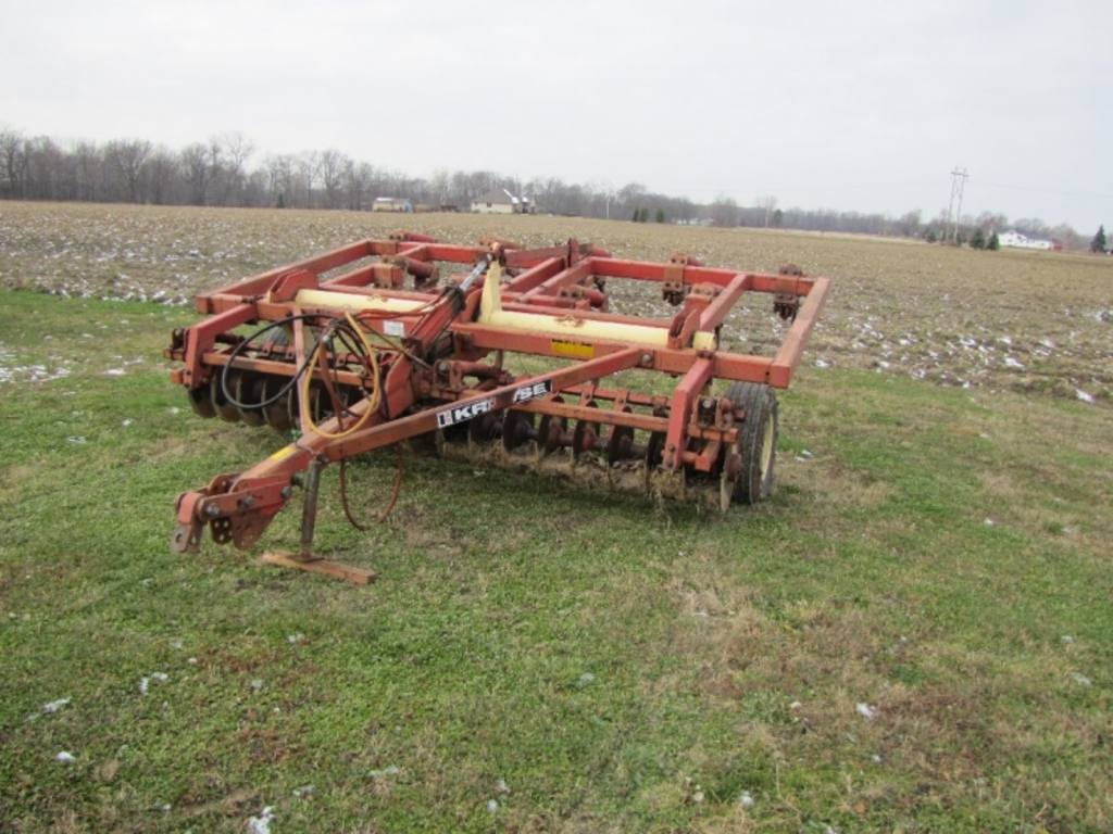 tractor with plow krause chisel plow 9 shank 2889