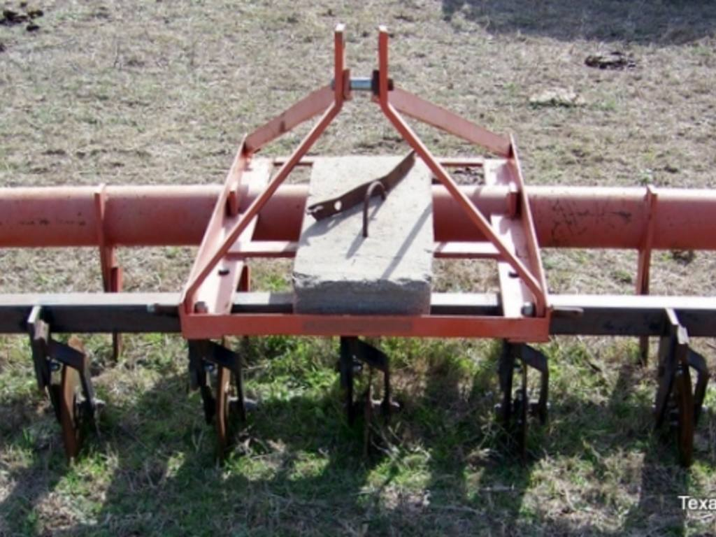 8 Shank Corsicana Pasture Renovator w/Coulters