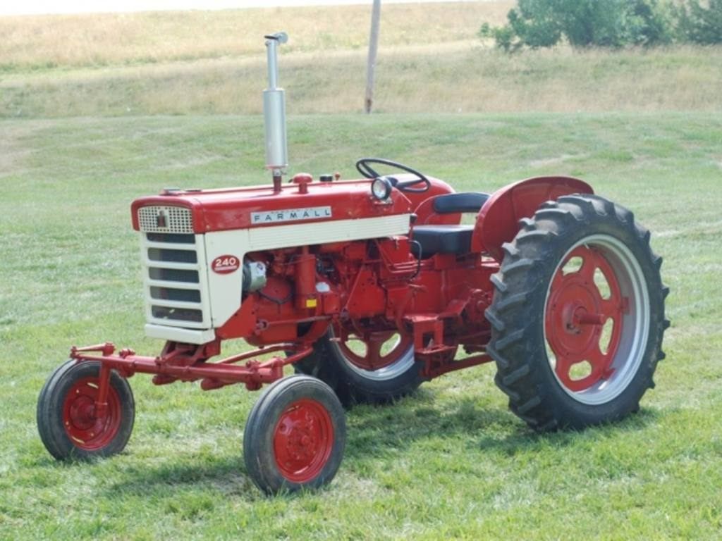 1960 340 International Utility Tractor : Farmall pictures to pin on pinterest daddy