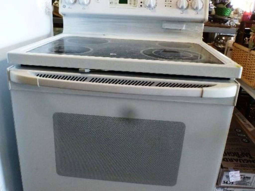 Flat Top Stove ~ General electric true temp flat top stove with