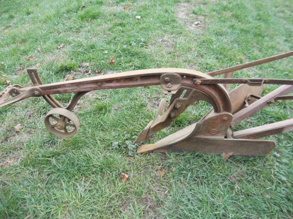 Oliver 09s 99 S B R H Horse Drawn Plow Very Good Condition