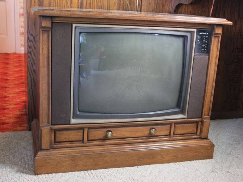 magnavox floor model tv
