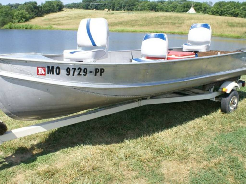 Blue star v bottom aluminum fishing boat trailer for Aluminum fishing boats