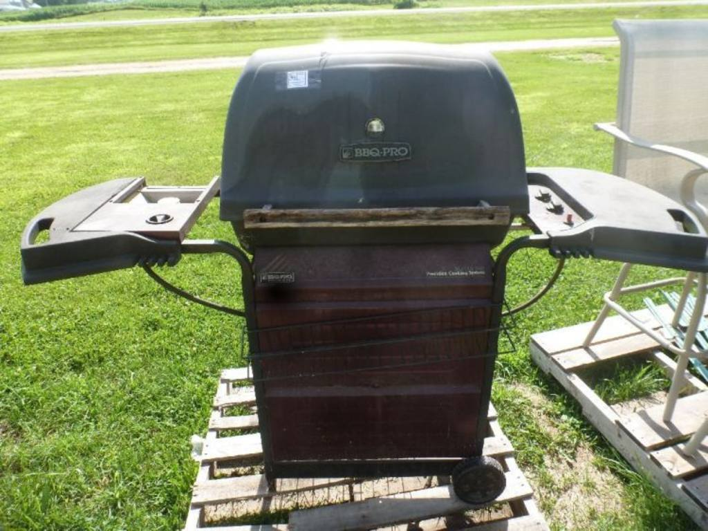 Bbq pro series gas grill with side burner