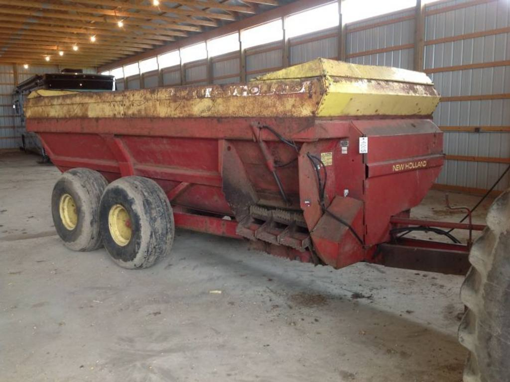 Fowlerville (MI) United States  city pictures gallery : New Holland Side Slinger Manure Spreader, 2400 gallon, M/N 308, S/N ...