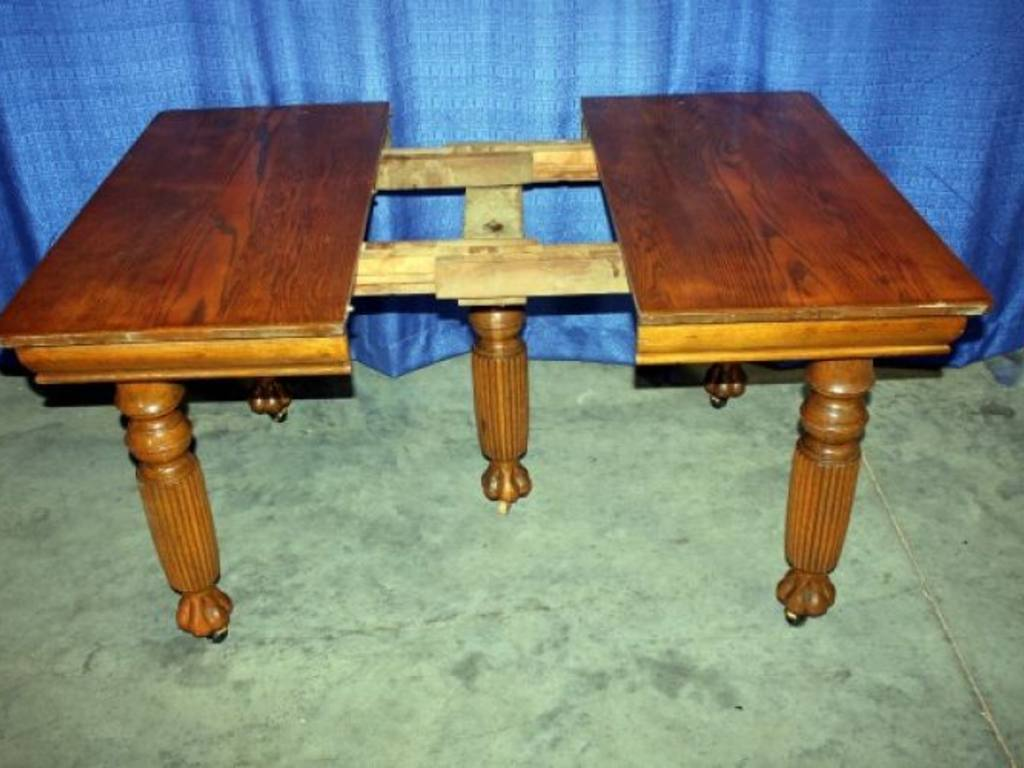 Vintage Oak Square KitchenDining Table with 5 Fluted Legs : r105 9 from rynoauctions.com size 1024 x 768 jpeg 77kB